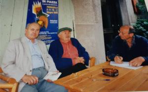 """Festa con Tonino Guerra e gli """"Artisti in Piazza"""" nel giugno 2000 e incontro a Pennabilli con Raimondo Rossi e Gastone Mosci."""